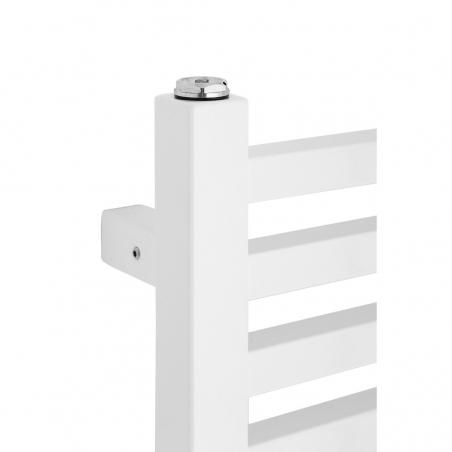 Zbliżenie na narożnik białego grzejnika łazienkowego dekoracyjnego Essence.