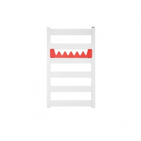 Grzejnik łazienkowy Terma Leda. Grzejnik wąski o szerokości 40cm i wysokości 67cm, kolor biały mat, z podłączeniem dolnym o rozstawie 370mm, z relingiem Happy Shark w kolorze czerwonym