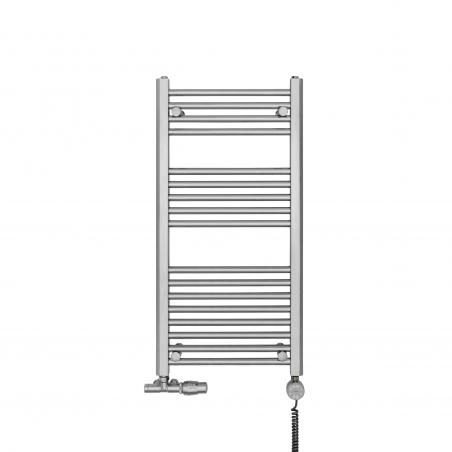 Grzejnik chromowany łazienkowy Constans o wymiarach 90x45cm z podłączeniem dolnym o rozstawie 400mm wraz z zaworem zespolonym - przyłączem jednootworowym Unico firmy Vario Term chromowany, figura kątowa prawa oraz z grzałką elektryczną Terma Moa chromowaną o mocy 200W z kablem spiralnym. Dzięki zastosowaniu przyłącza Unico można zmienić rozstaw podłączenia na 50mm, a w przeciwny pionowy kolektor grzejnika można podłączyć grzałkę.