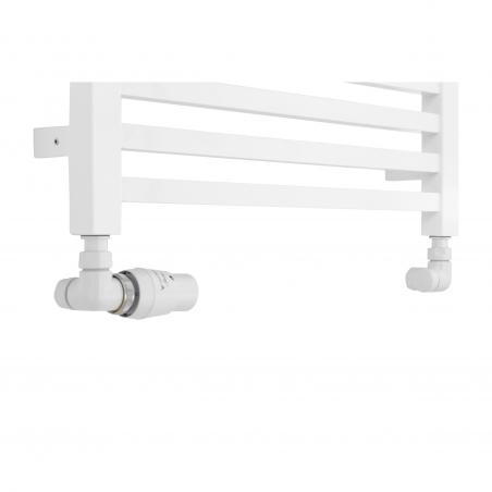Płaski grzejnik łazienkowy Essence w kolorze białym o szerokości 50cm z podłączeniem dolnym  o rozstawie 470mm wraz z zestawem termostatycznym Vision w kolorze białym. Figura osiowo-lewa.