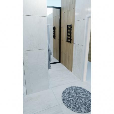 Grzejnik łazienkowy Terma Leda. Grzejnik wąski o szerokości 30cm i wysokości 67cm, kolor czarny, z podłączeniem dolnym o rozstawie 270mm